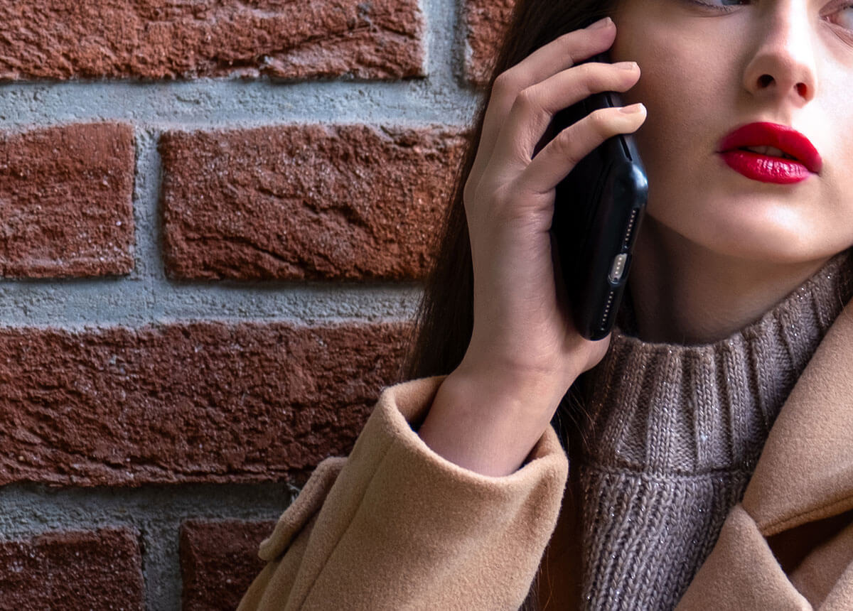 Woman speaking on the phone.